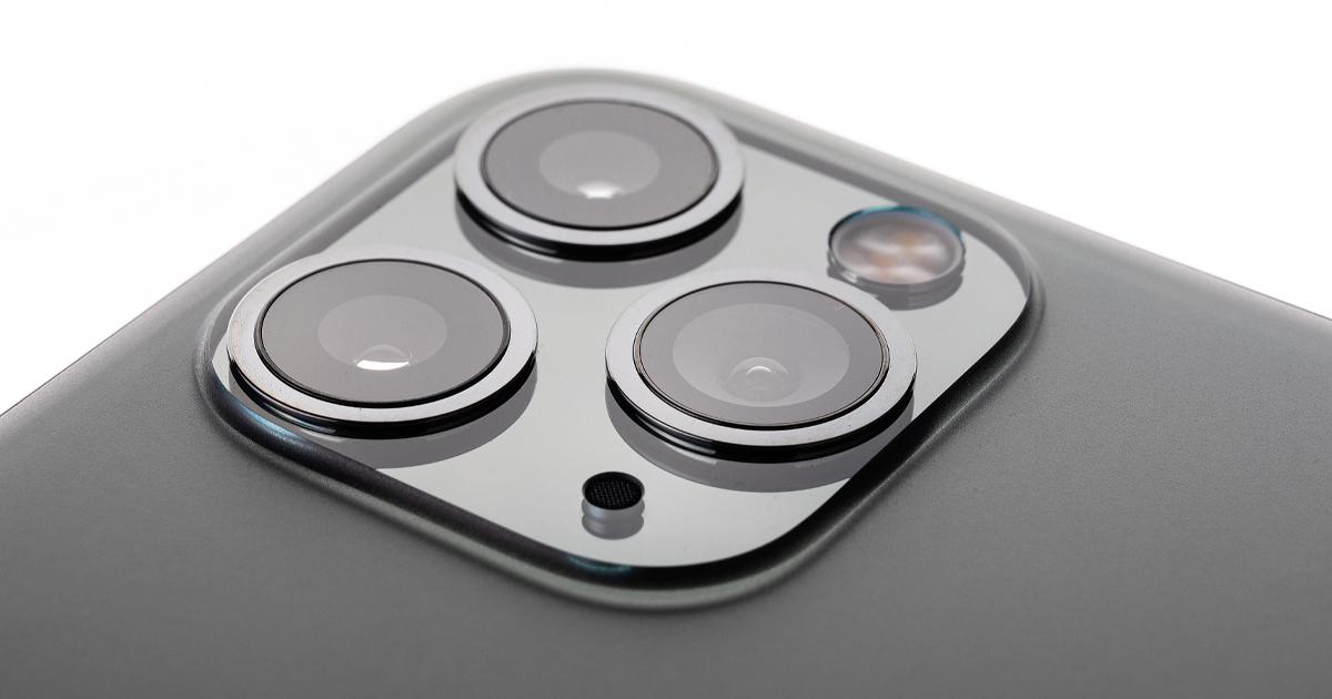 Die drei Kameralinsen eines iPhone 11