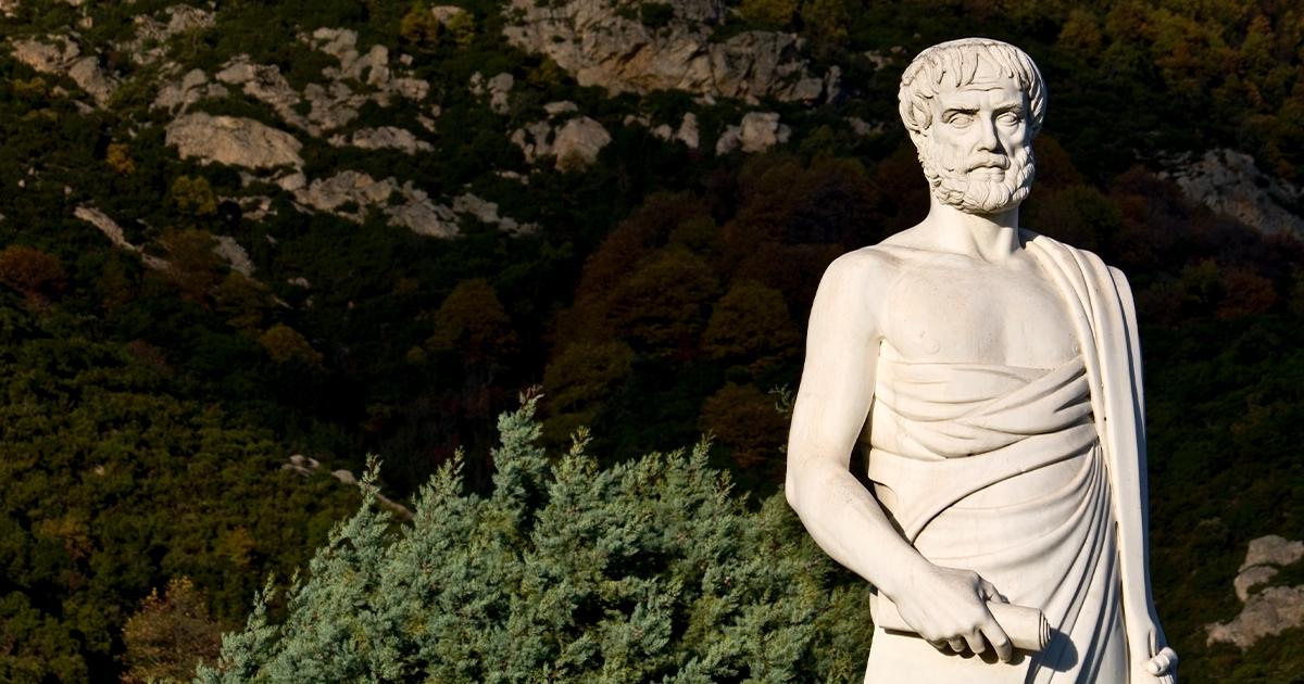 Eine marmorne Statue des antiken Philosophen Aristoteles